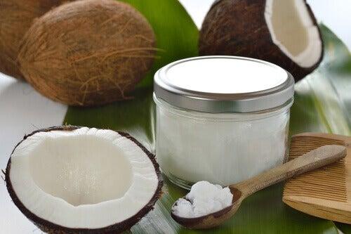 Кокосово масло за придаване на обем на косата