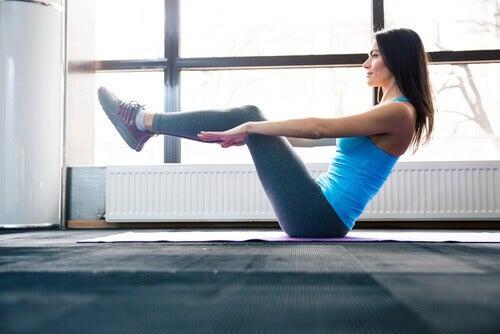 за намаляване на коремните мазнини е нужно да правите правилните упражнения