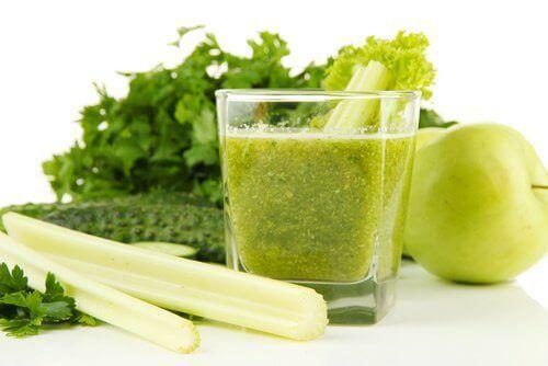 Сок от целина и зелена ябълка за детоксикация на бъбреците