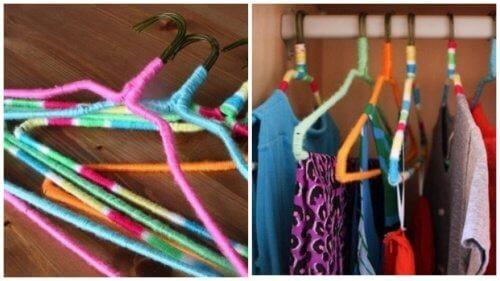 Ленти с различни цветове могат да бъдат увити около закачалките за дрехи.