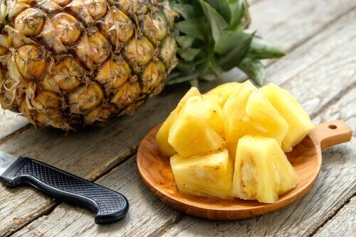 прочистващо смути с ананас