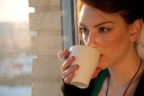 за контролиране на наднорменото тегло пийте чайове преди лягане