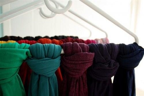 Съхранявайте шалове си на закачалки