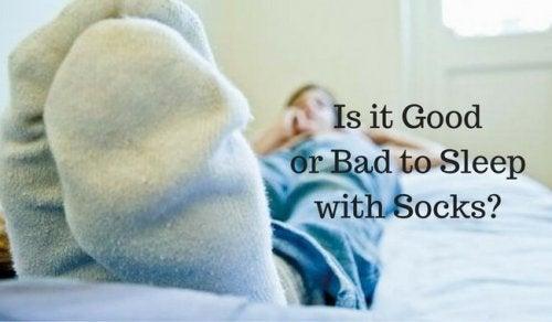 Полезно ли е да спите с чорапи?