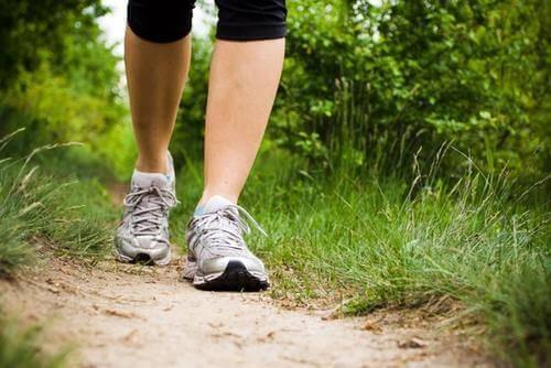 За подобряване на кръвообращението, правете разходки.