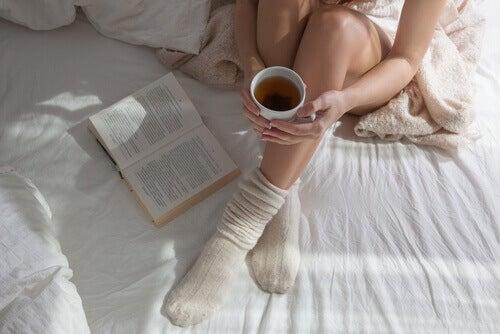дали да спим с чорапи