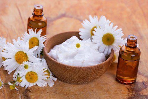 Натурален крем с кисело мляко и бадеми за изсветляване на кожата