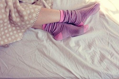 сънят с чорапи е полезен