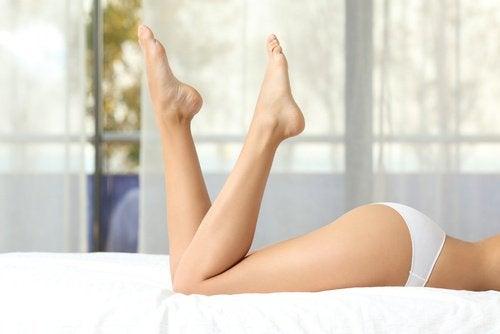 Повдигнете краката, за да стимулирате кръвообращението.