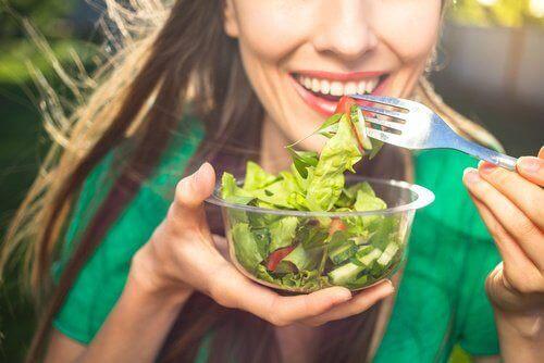 Избягвайте определени храни при поява на киселините