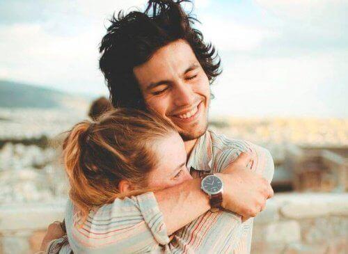 прегръщайте се всеки ден за заздравяване на връзката си
