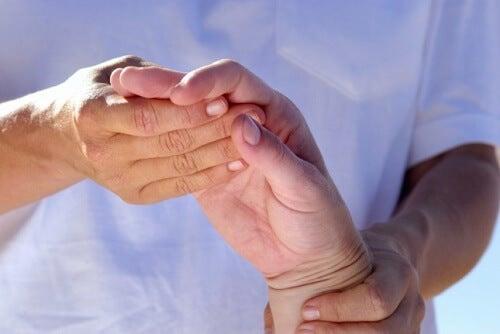 Болезненият артрит може да се лекува.