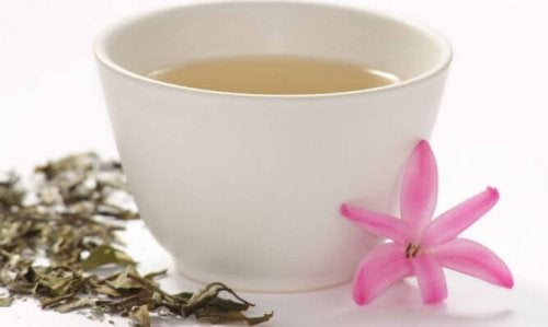 бял чай за укрепването на мускулите