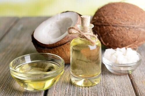 кокосово масло за подхранване на изтънената косда