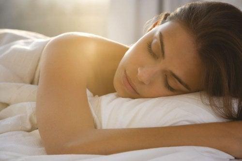 7 невероятни ползи, когато спим голи