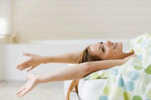 когато спим голи се чувстваме по-млади и жизнени