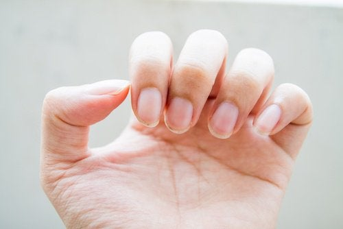 Причини за гризането на ноктите