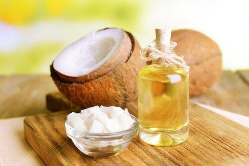 кокосово масло за ароматизиране и укрепване на косата ви