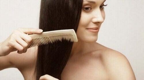Сресвайте се всеки ден, за да се предпазите от косопад.
