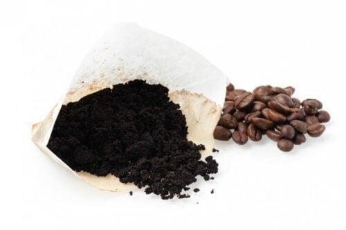 ексфолиращ крем с утайка от кафе против целулит по бедрата