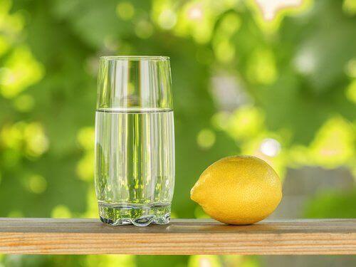 Ползи от лимона за борба с наднорменото тегло