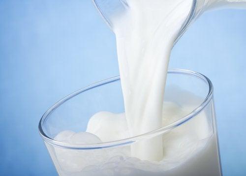 мляко против тъмни кръгове