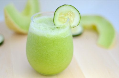 Шейк за отслабване с пъпеш, зелена ябълка и краставица