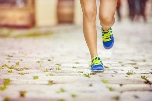 физическата активност спомага контролирането на целулита по бедрата