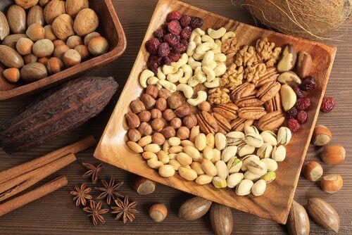 Ядките са естествен източник на мастни киселини и фибри.