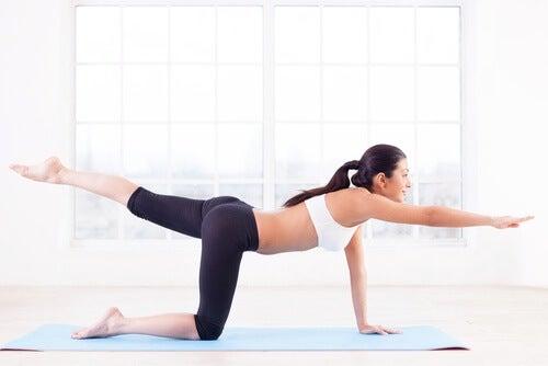 Упражнения за борба с целулита: разтягане