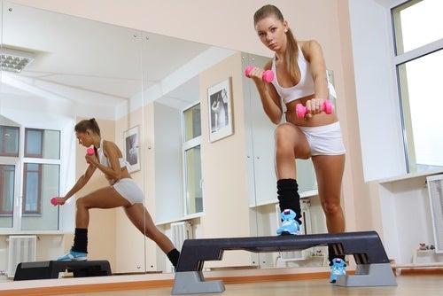 Упражнения за борба с целулита: степ