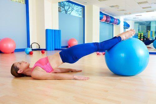 Упражнение с топка