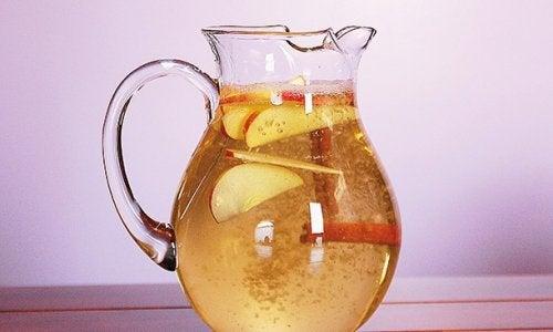 Канелена вода с ябълка и лимон за отслабване
