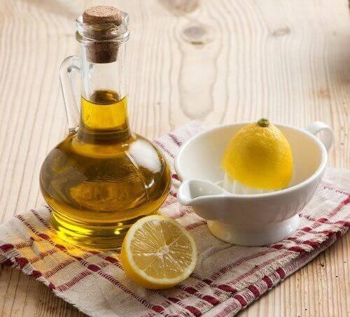 Лимон и зехтин за овлажняване на лакти и пети
