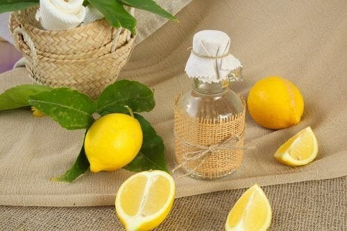 лимонов сок за почистване на завесите за баня