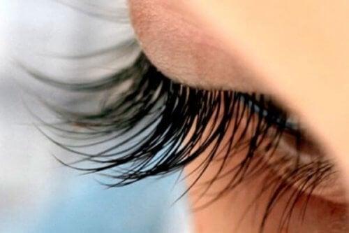 13 страхотни трика за поразителни мигли