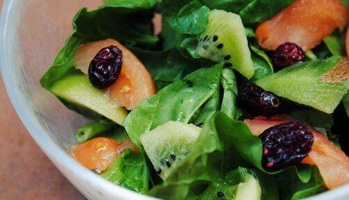 salata-spanak-kivi-borovinka-500x287