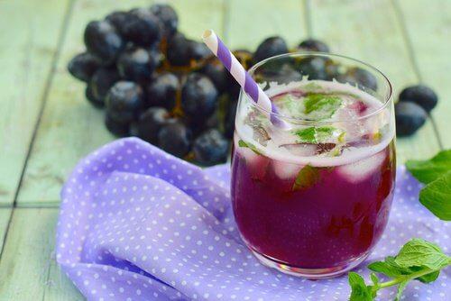 сок от грозде и мента