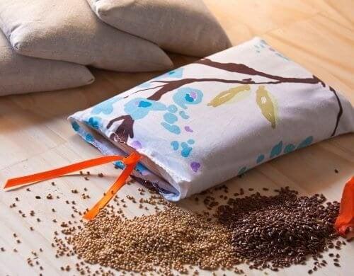 Направете си торбички със семена за облекчаване на болката
