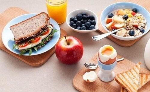 5 лесни стъпки за ефикасно отслабване със закуската и вечерята