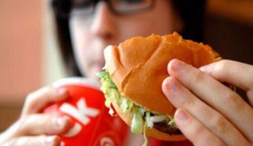 9 храни, които причиняват лоша телесна миризма