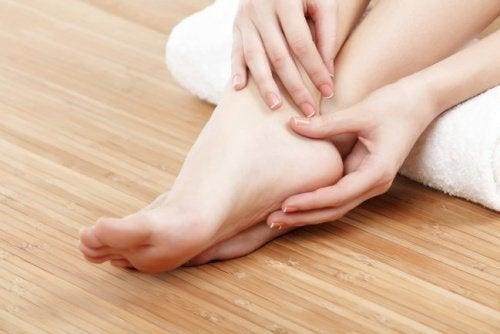 Подуване на краката, като следствие от лошото кръвообръщение