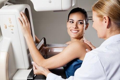 Правете редовни прегледи на гърдите