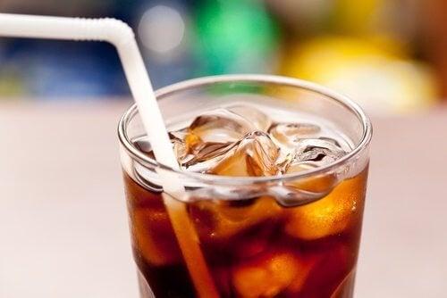 Храни, които не могат да се комбинират с безалкохолни напитки
