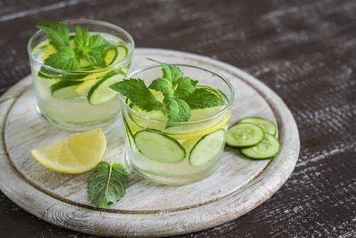 Плодовите напитки са по-полезни от водата