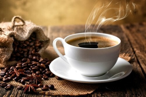 Не трябва да пиете повече от две чаши кафе  на ден