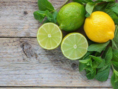 Лимоне и лайм са страхотни за премахване на токсините.