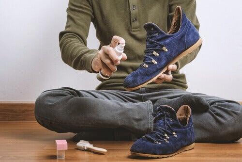 8 лесни съвета за премахване на неприятната миризма от обувките