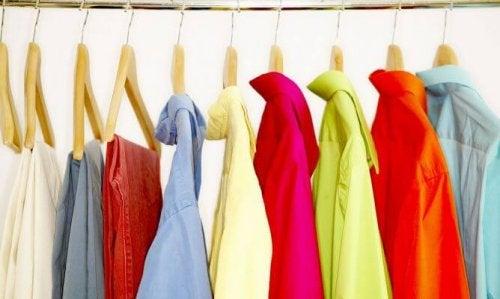 Вижте какво е на мода сега и как да преправите старите дрехи.