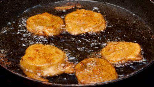 Пържени храни към салатата